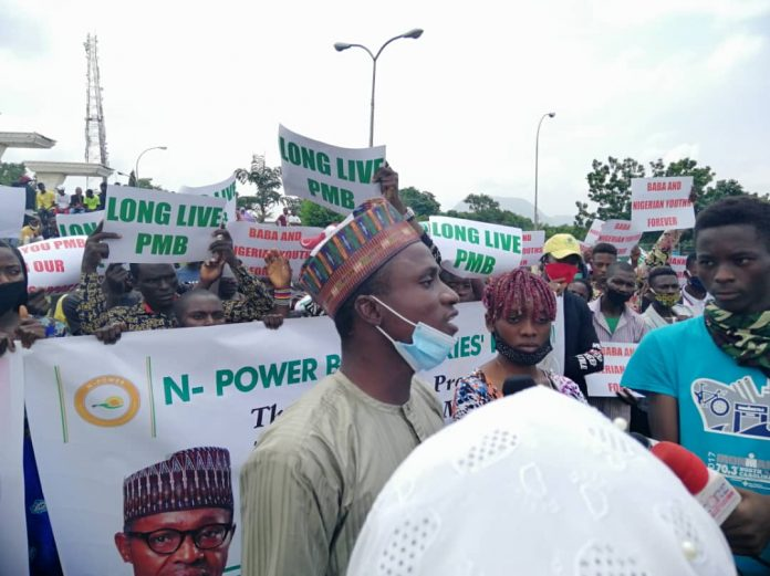 Fake Sponsored Npower Volunteers holds Thank You Rally to Presidential Villa
